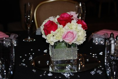 Glas cube vase with bling- hydrangea, roses $55