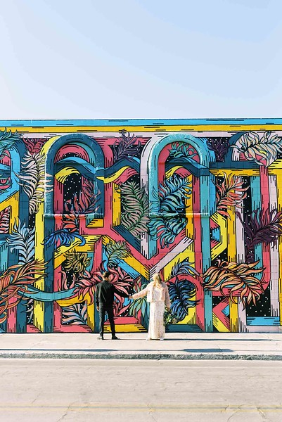 view fun ideas for your unique DOWNTOWN LAS VEGAS ELOPEMENT with KRISTEN KAY PHOTOGRAPHY - find colorful street art and murals | #elopement #mural #art #downtown #lasvegas