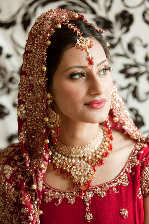 Regal wedding jewelry for this Hindu bride. Kelli + Daniel Taylor Photography