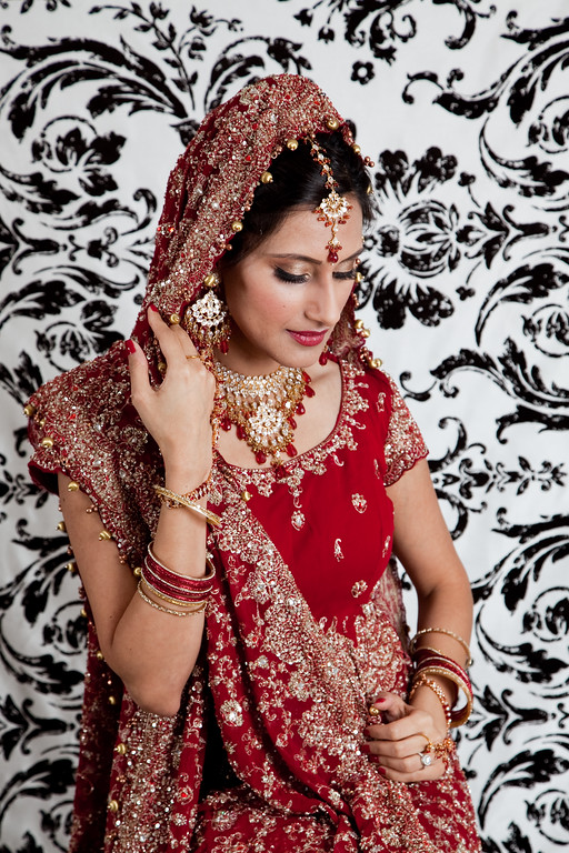B.M. strikes another classic Hindu bridal pose. Kelli + Daniel Taylor Photography in Birmingham, Ala.