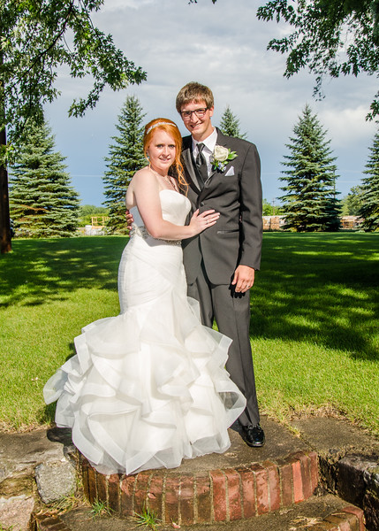 danielson wedding bride and groom outside reception