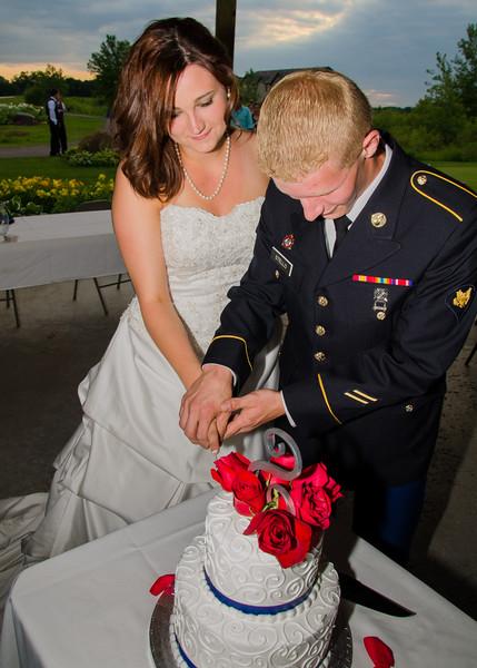Stello wedding bride and goom cutting cake