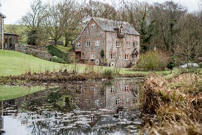 Emily-Ben-018-millbrook-estate-devon-wedding-photographer-rebecca-roundhill