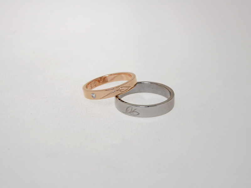 Rose Gold & Palladium bands with Leaf design
