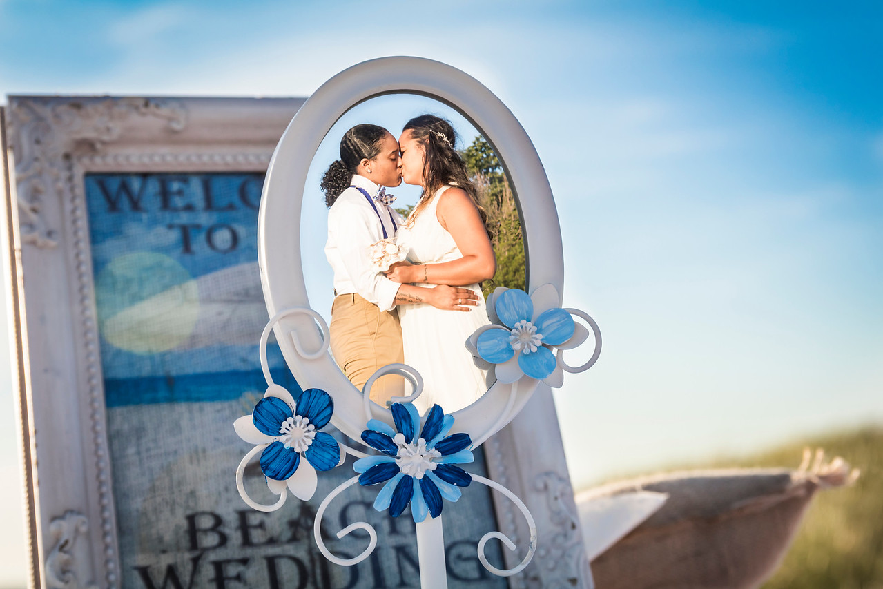 IMAGE: https://photos.smugmug.com/Wedding-Starr-Lorren/i-CvzdDj9/0/X2/Starr%26Lorren_053_mirror01-X2.jpg