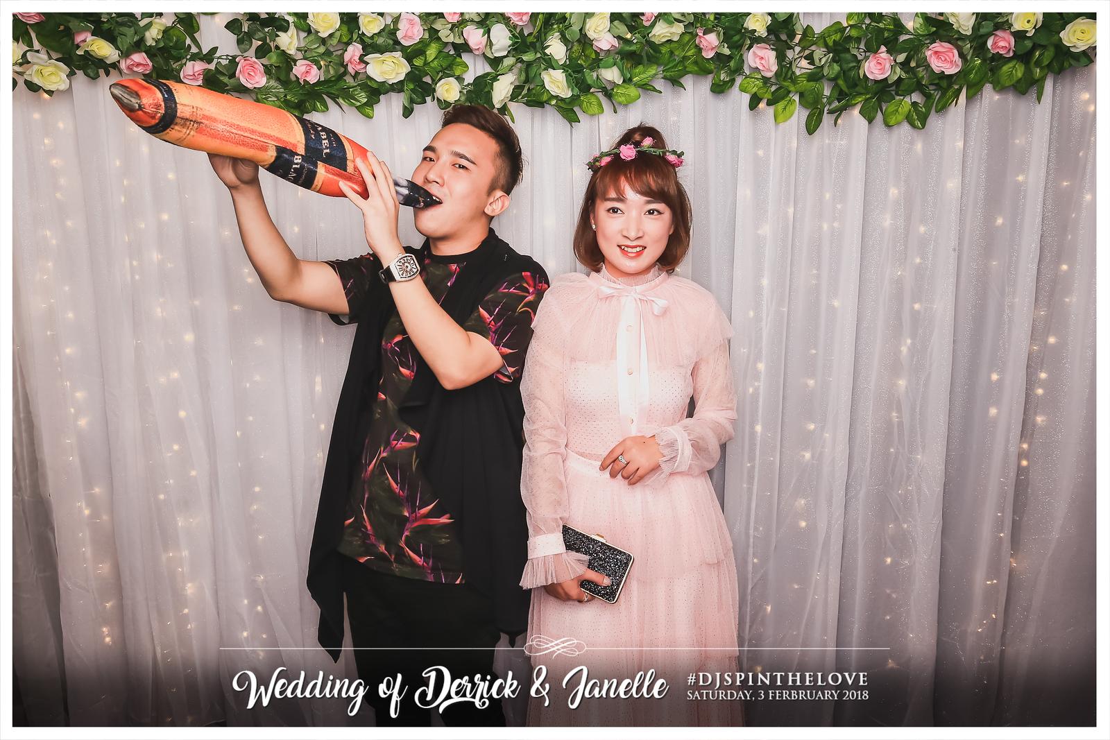 Wedding of Derrick & Janelle | © SRSLYPhotobooth.sg