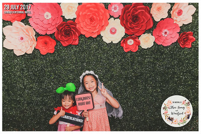Wedding of Zhee Loong & Winifred | © www.SRSLYPhotobooth.sg