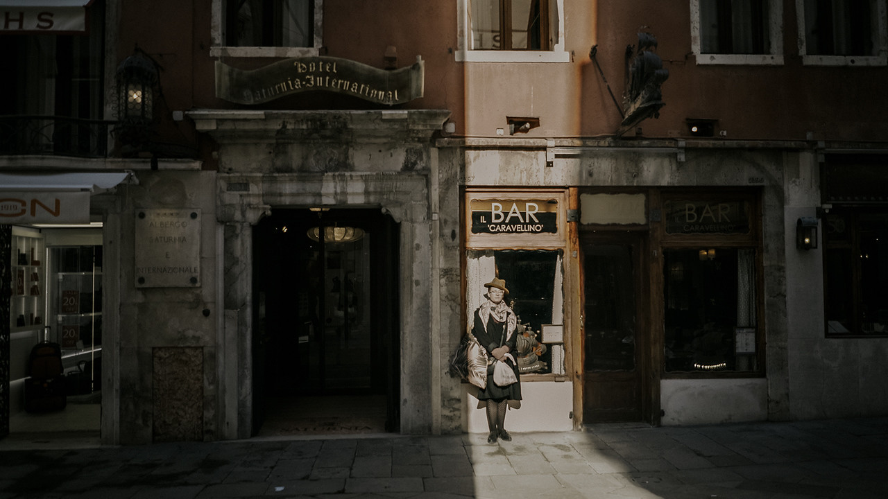 Elopement photographer in Venice Italy