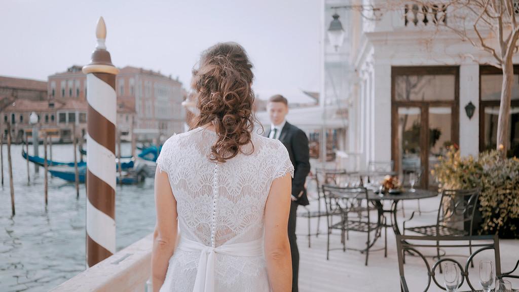 Elopement photographer in Venice Italy