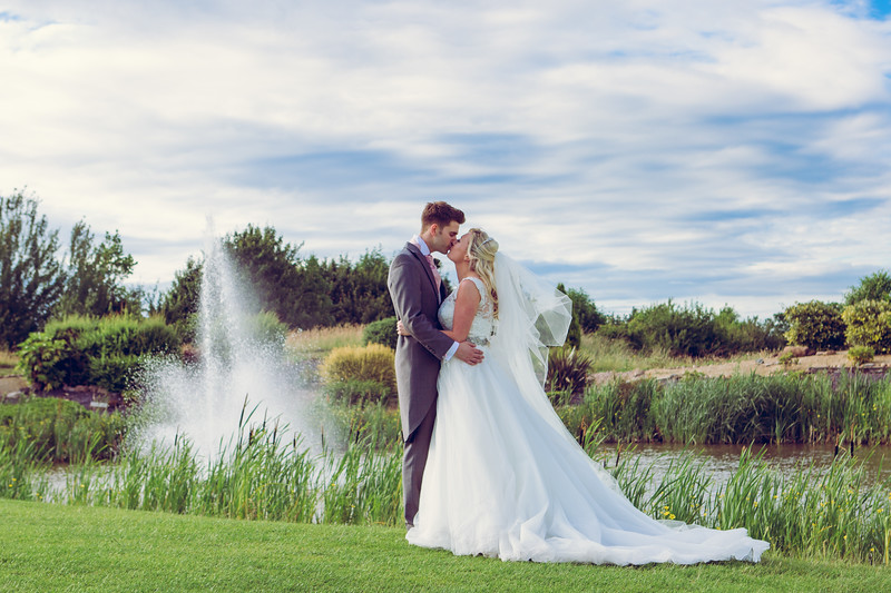 Lakeside wedding photography, worcestershire.