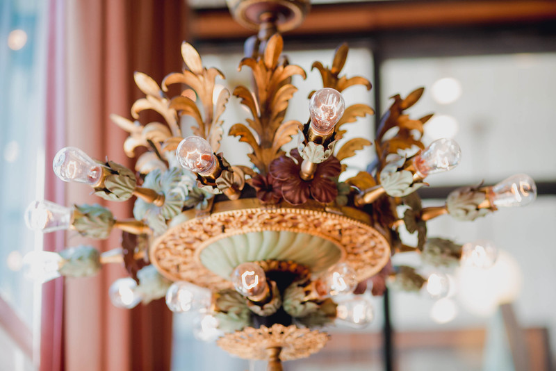 vintage-chandelier-wedding-savannah-georgia-kate-timbers-photography-2442