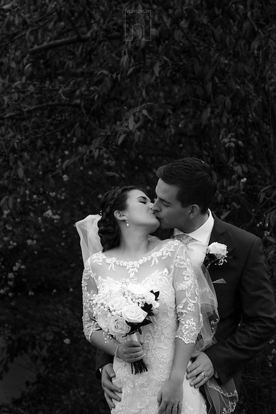 kiss black and white couple
