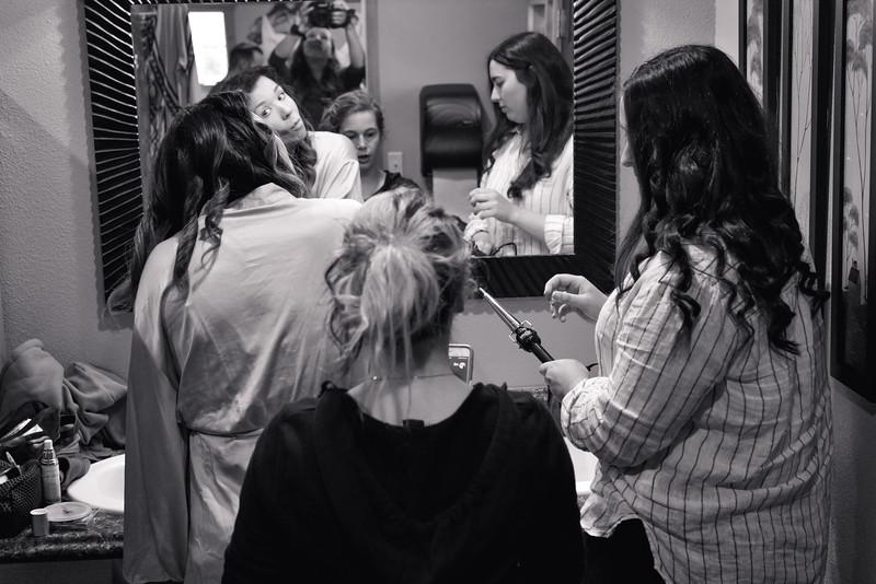 Ladies Getting Ready005