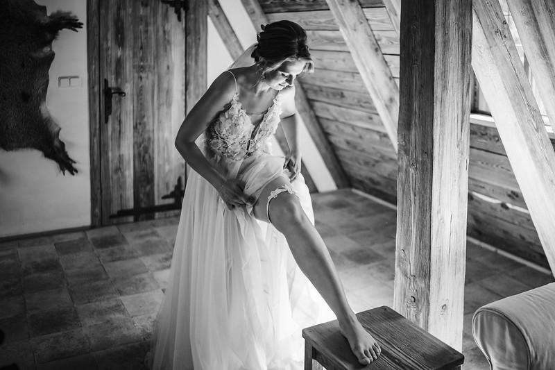 svatba Dračí tvrz, podvazek