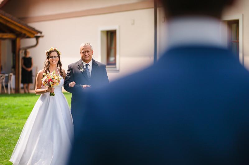 příchod nevěsty s tatínkem