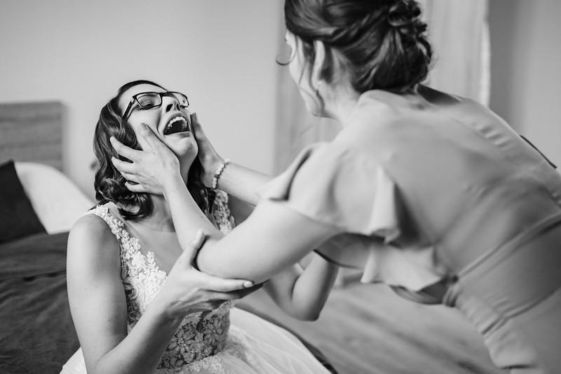 sestra na svatbě