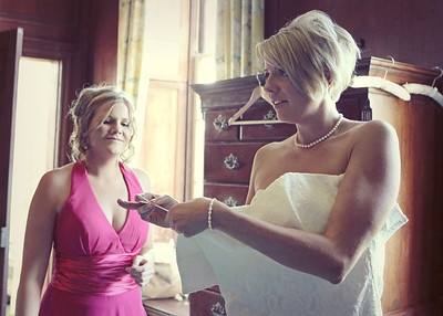 Getting ready at Glemham Hall on an autumnal wedding day