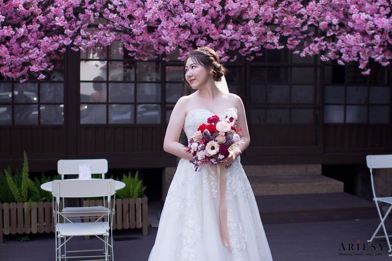 宴客禮服,禮服出租,美式米白色白紗,金色蕾絲白紗,馬甲桃心領白紗,新秘Ariesy團隊