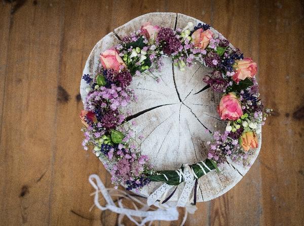 flowercrown for the bride - wedding photography in Berlin & Brandenburg