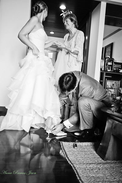 Bride's moment with Mom and Dad.