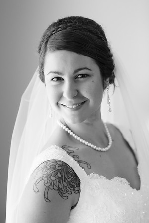 Michelle&John-BridalPortraits-01