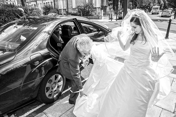 bride arriving at the church with her father in the wedding car