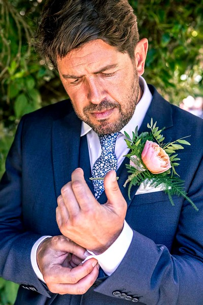 groom adjusting his cufflink