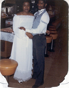 1981-3-28 Valerie and Karl 04 Le Cake Parker-Hall Wedding