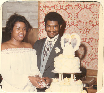 1981-3-28 Valerie and Karl 02 Le Cake Parker-Hall Wedding