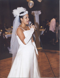 Mindy's song to James Stonewall-Halle Wedding