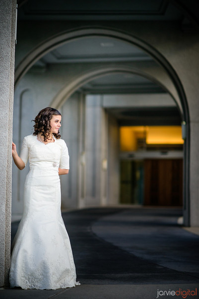Bridal pictures taken during the First look pictures at the Timpanogos Temple