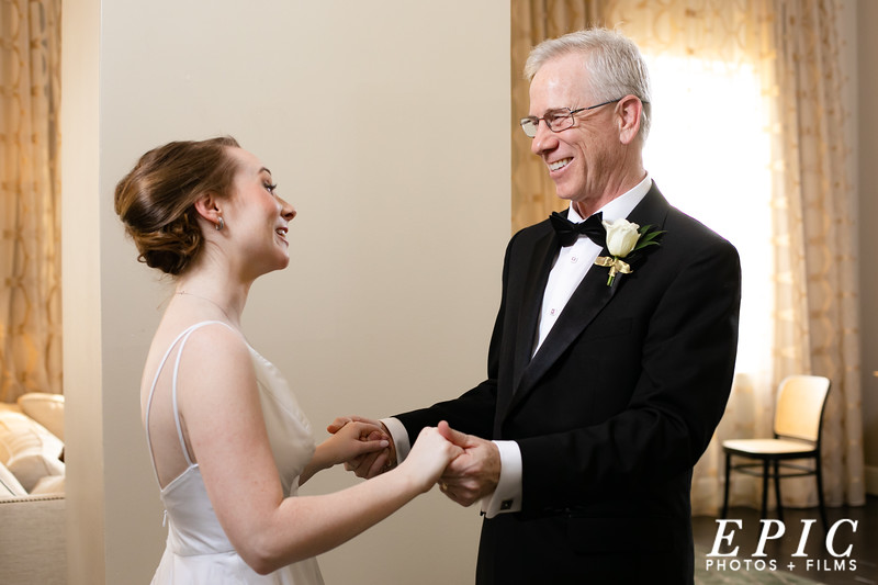 The father of the bride sees the bride for the first time