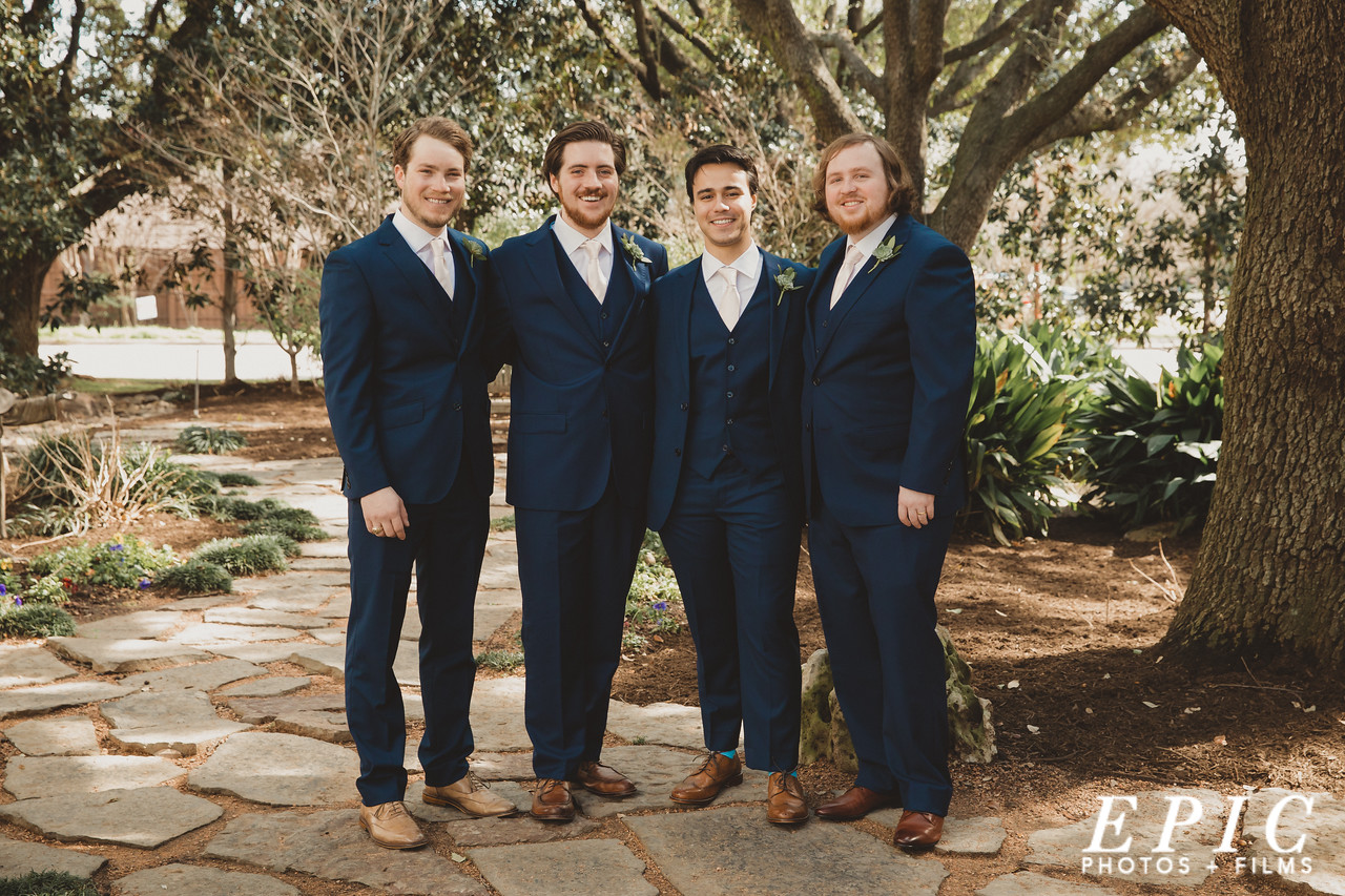 Groom and groomsmen group picture