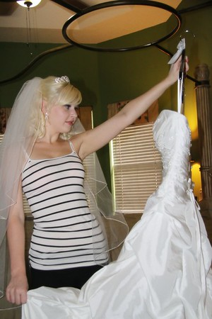 AMBER GETTING READY CATHERINE KRALIK PHOTOGRAPHY  (40)