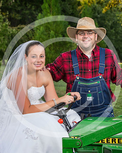 AM028_0381b_081212_184911_5DM3T_8x10_TractorSession