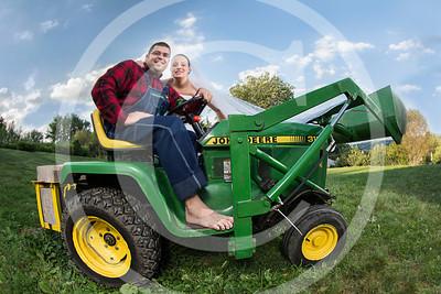 AM014_0354_081212_183003_5DM3T_TractorSession