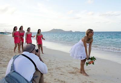 Bouquet toss on beach rw6060PL