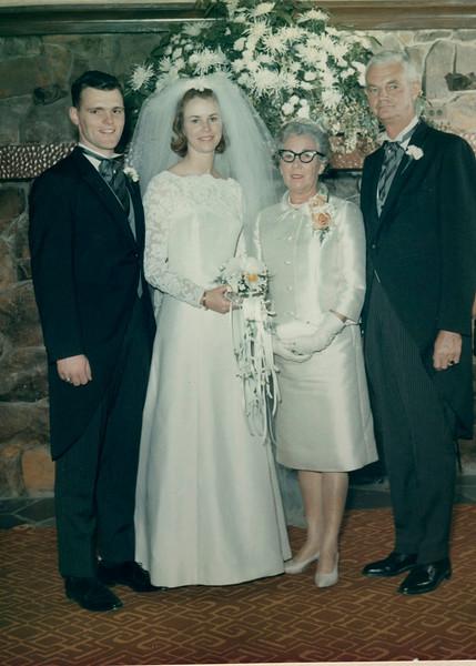 Suburban Hotel, Summit, NJEd, Barb, Betty (Mom) and Oz (Dad) Shelly