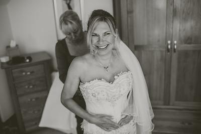 Bo-Mick-020-millbrook-estate-devon-wedding-photographer-rebecca-roundhill