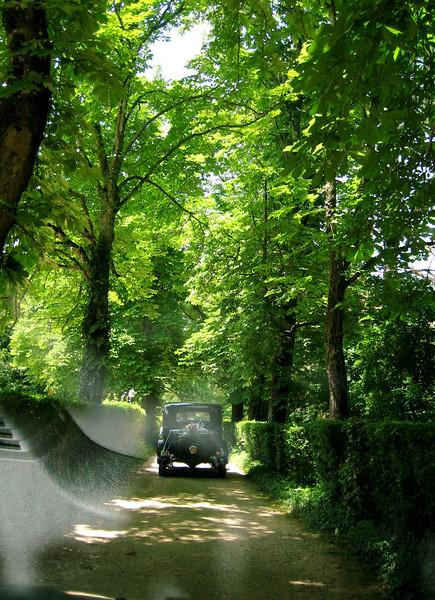 De auto op weg naar Chris