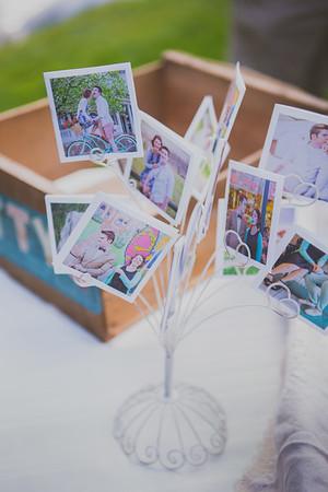 displaying wedding photo idea