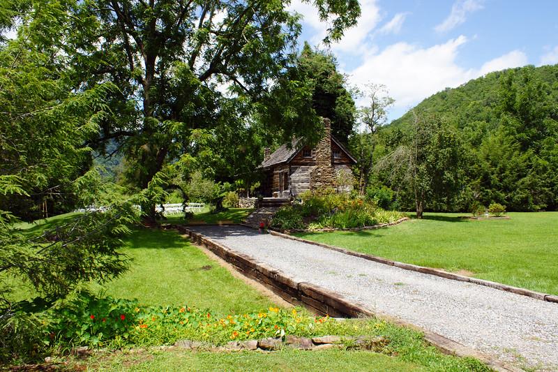 4563 - cabin