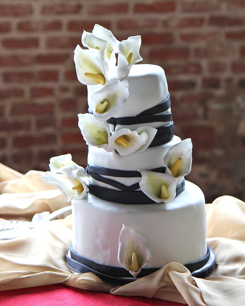 Our daughter, Chef Kanene Pipkin, created the wedding cake and we all ate it up....yum!
