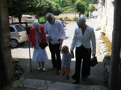 samen met Vincent en Greetje's moeder arriveren we op de Mairie