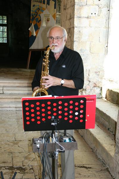 Henri Massat met sax en orkest