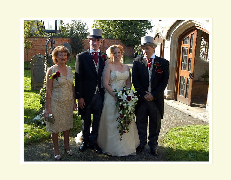 "<font color=""red""><b>Ninth foldout:</b></font> Group portraits - Bride's family"