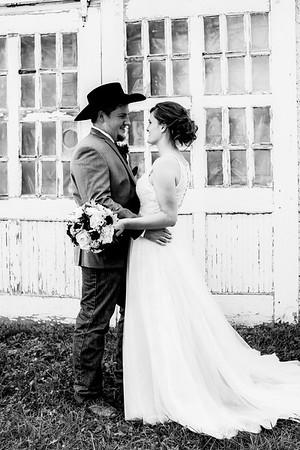 00690-©ADHPhotography2019--ColeLaurenJacobson--Wedding--September7bw