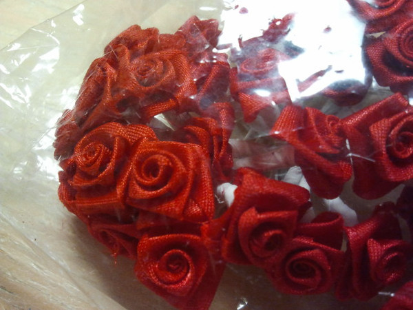 Close up of the rosettes.<br /> Rosettes in a rose red.  This package only has 9 bundles (of 12 stems each bundle).  So there are only 108 rosettes in this package.  One package available.  This package will be $2