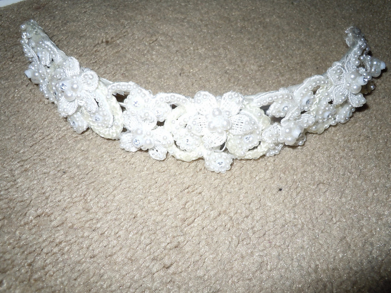 Headband included in a wedding dress I originally bought for my wedding.  It's pearlized with some floral.<br /> <br /> $1