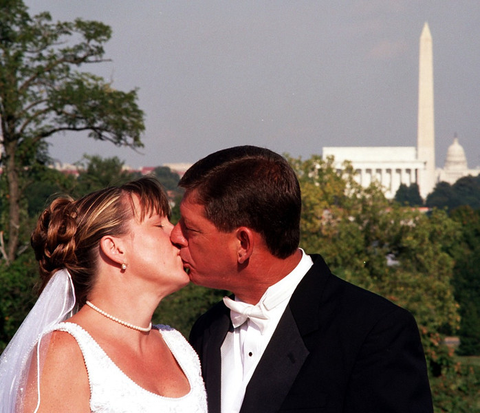 A Monumental Kiss (008 cropped)